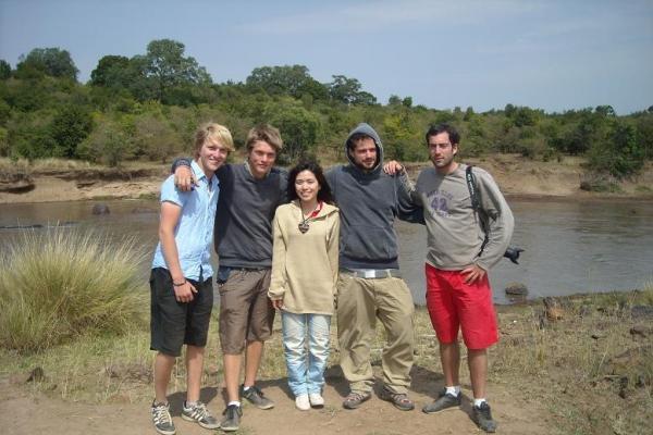 Volunteer in Kenya (www.cadip.org)