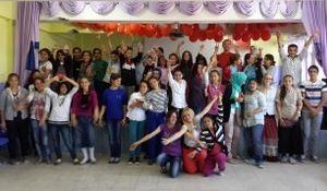 Volunteer with kids in Turkey
