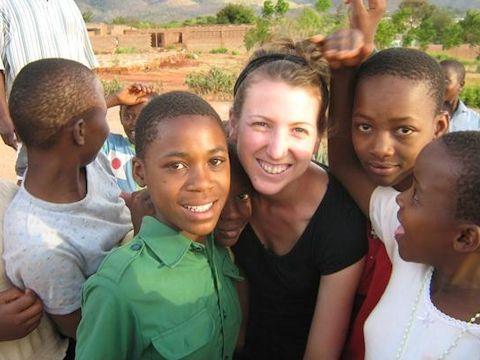 Volunteer in Tanzania (www.cadip.org)