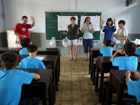 Volunteer teaching in Vietnam (www.cadip.org)