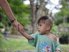 Volunteer in an orphanage (www.cadip.org)